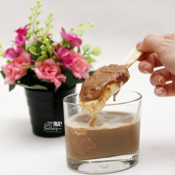 Stir Magnum Ice Cream to Coffee Magnoffee by Myfunfoodiary v2-1