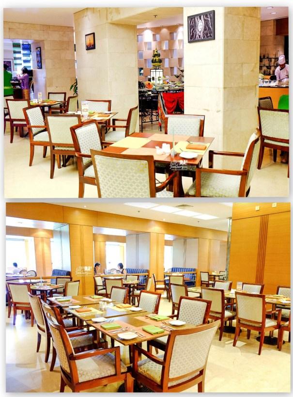 Suasana Makan di at Bogor Cafe Hotel Borobudur by Myfunfoodiary