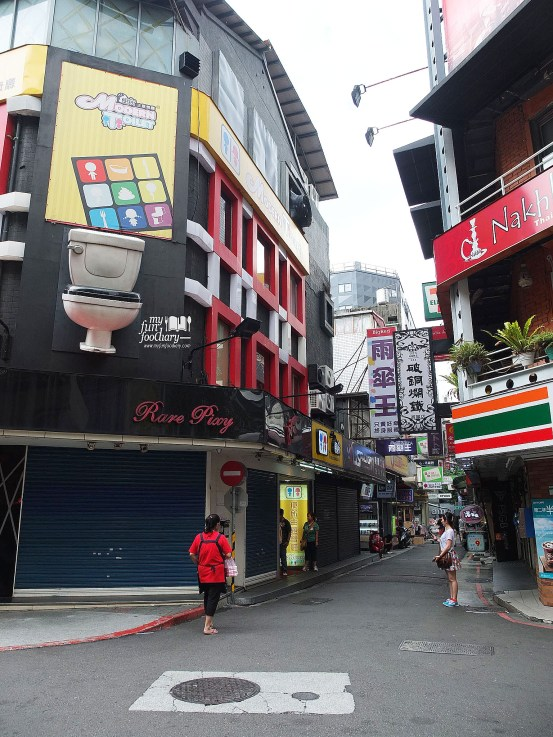 Tampak Depan Modern Toilet Cafe Taiwan by Myfunfoodiary