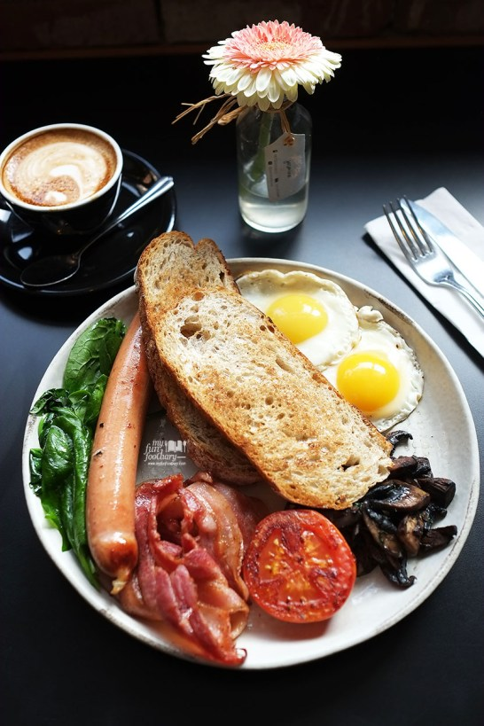 Big Brekky at Two Hands Full Coffee by Myfunfoodiary