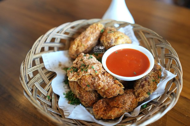 Cfc Canteen Fried Chicken Wings with Sriracha Dip at Canteen Pacific Place by Myfunfoodiary
