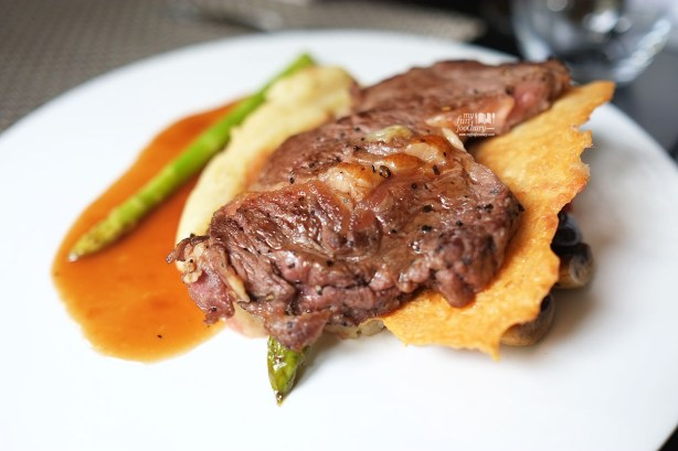 Crusted Australia Rib Eye, Asparagus & Parmesan Ruskuit at Le Signature PIK by Myfunfoodiary 03