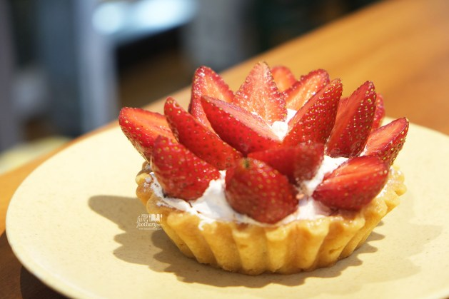 Strawberry Bloom Tart at Dill Gourmet by Myfunfoodiary
