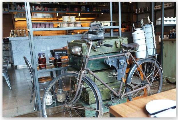 Vintage Bike at Balboni Ristorante by Myfunfoodiary 02