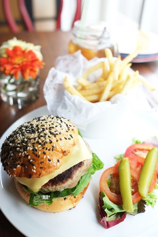 Entrada Hamburger at Entrada Restobar by Myfunfoodiary