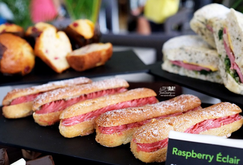 Raspberry Eclair at Starbucks Indonesia by Myfunfoodiary