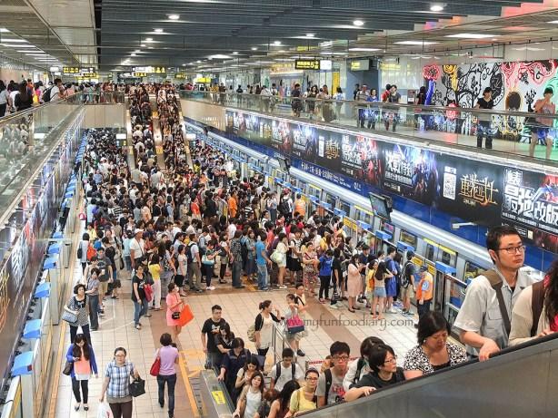 The Crowd at Zhongxiao Fuxing Taiwan by Myfunfoodiary