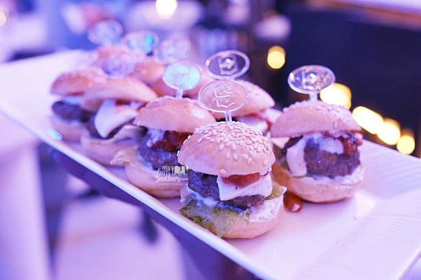 Mini Burgers at BLU Shangri-la Jakarta by Myfunfoodiary