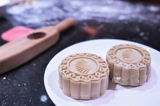 Traditional Handmade Mooncake at Mandarin Oriental Jakarta by Myfunfoodiary