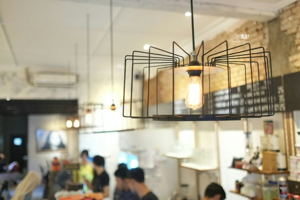 Minimalist Lighting at Blue Doors Bandung by Myfunfoodiary