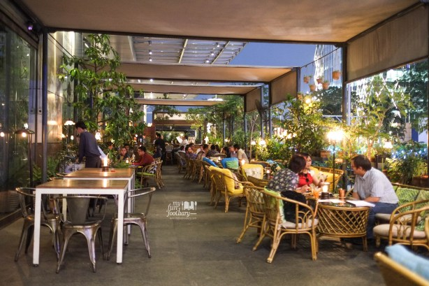 Outdoor Ambience at Potato Head SCBD Pacific Place Jakarta by Myfunfoodiary 01