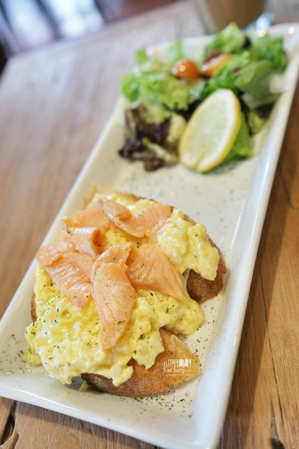 Scrambled Egg Muffins with Smoked Salmon