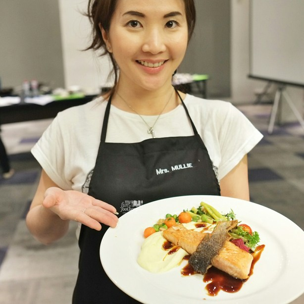 Thadaaa! I made my own Pan Seared Crispy Skin Salmon at our Cooking Class with Artotel Thamrin by Myfunfoodiary