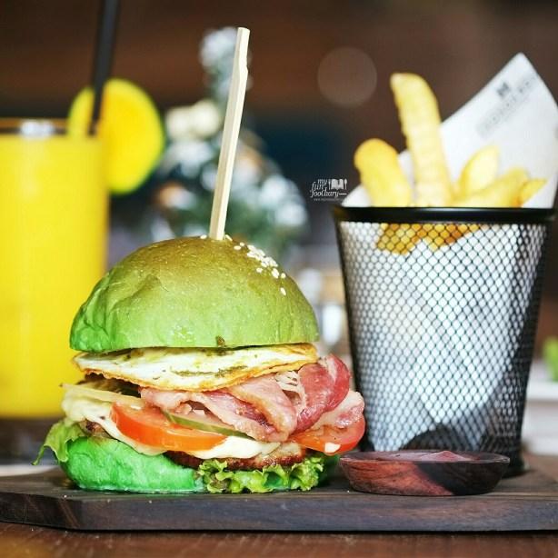 Aussie Chicken Burger at Monokrom Bali by Myfunfoodiary 01