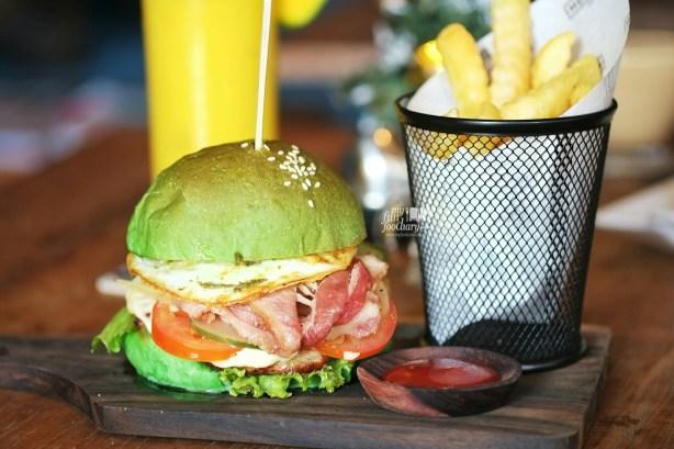 Aussie Chicken Burger at Monokrom Bali by Myfunfoodiary