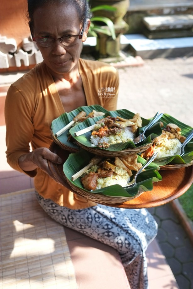 Servant at Warung Teges Ubud Bali by Myfunfoodiary