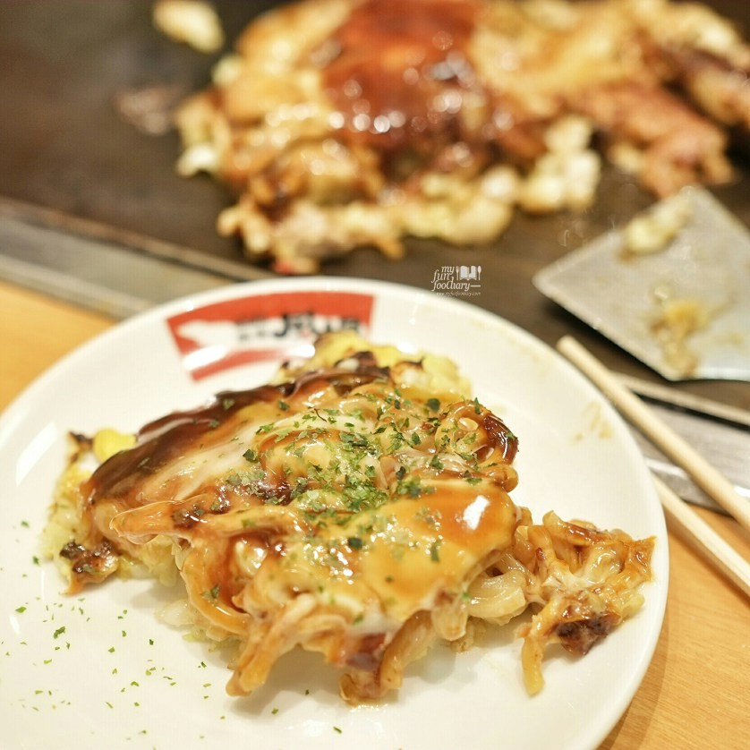 Shrimp and Pork Modan-yaki at Tsuruhashi Fugetsu Osaka Dotonbori by Myfunfoodiary 01