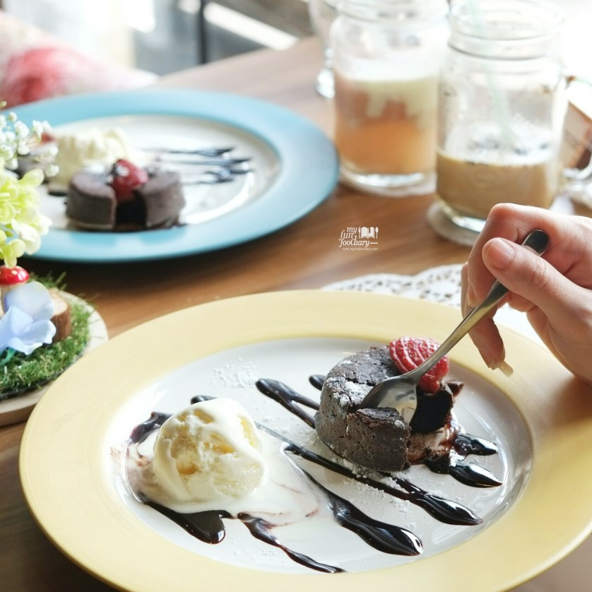 Molten Chocolate Cake at Eureca BSD by Myfunfoodiary 01