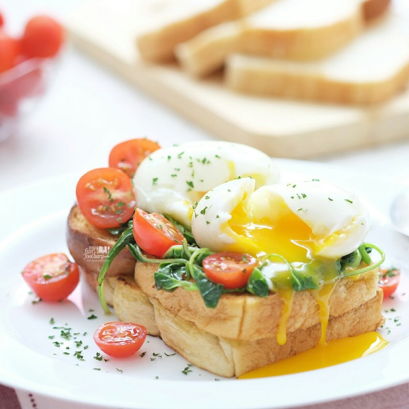 Spinach Toasted Bread with Soft Eggs by Mullie Myfunfoodiary 01