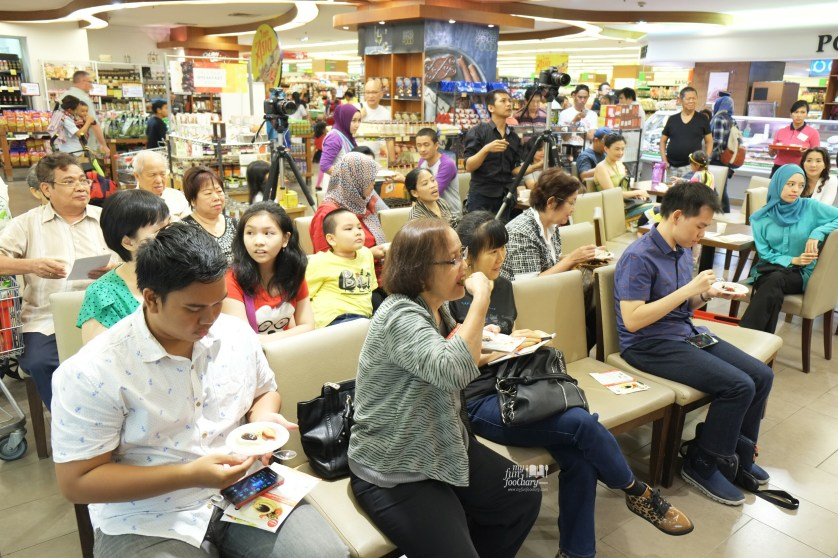 The Crowd at Tasty Singapore event at Food Hall Plaza Senayan by Myfunfoodiary