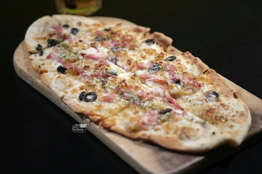 Bechamel Pizza at Commune Bistro and Grill by Myfunfoodiary