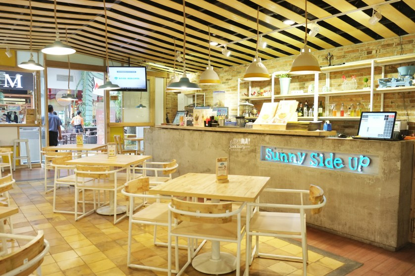 Indoor ambiance Sunny Side Up Summarecon Mal Serpong by Myfunfoodiary