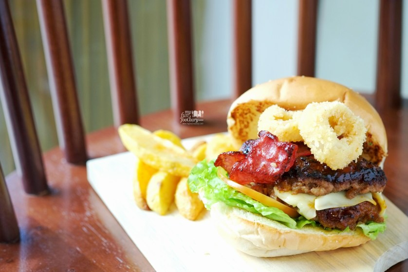 Bulldog Burger at Cafetaria Study Lounge by Myfunfoodiary