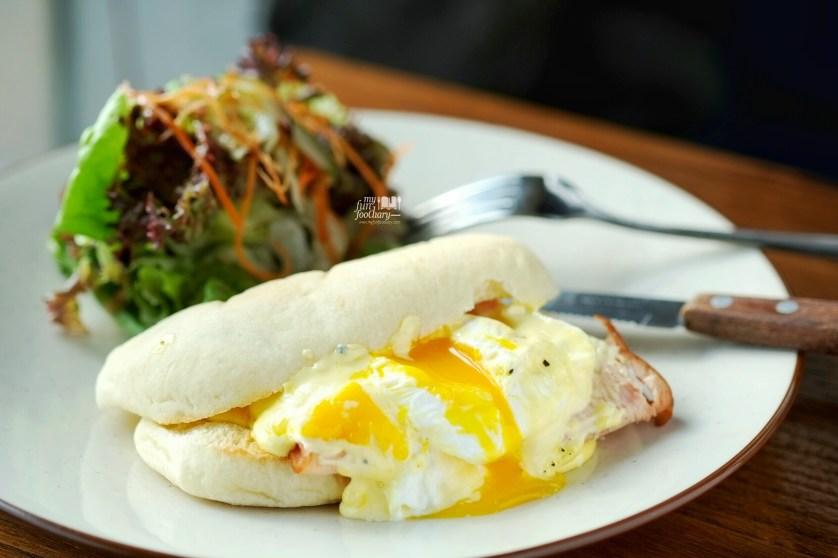Egg Benedict at Brown Bag Kemang by Myfunfoodiary