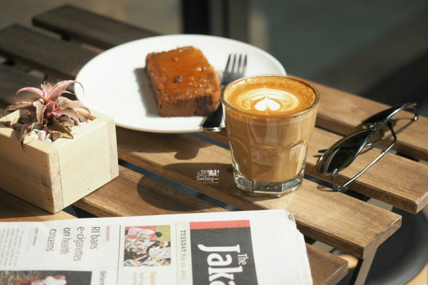 Latte and Banana Cake at Pennyroyal Coffee PIK by Myfunfoodiary.jpg