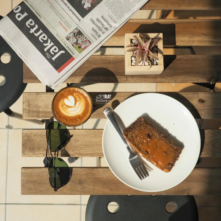 Latte and Banana Cake at Pennyroyal Coffee PIK by Myfunfoodiary.jpg