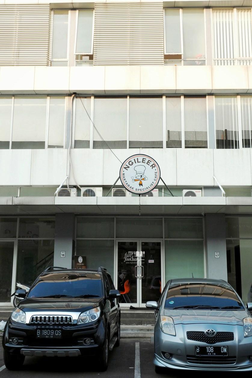 Tampak Depan Martabak Ngileer Cafe by Myfunfoodiary