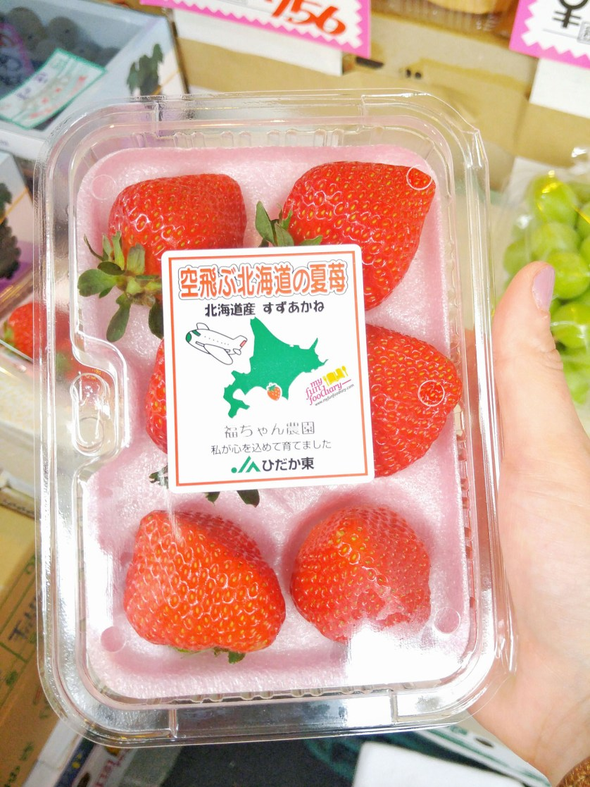 Fresh Japanese Strawberries found by Mullie at Tsukiji Fresh Market Japan - myfunfoodiary r1