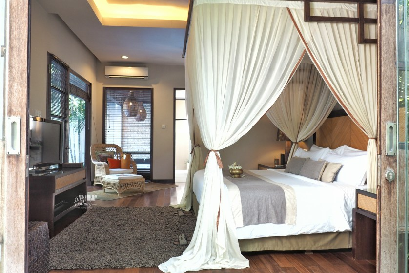 My bed room in my private villa - Villa De Daun Kuta Bali by Myfunfoodiary
