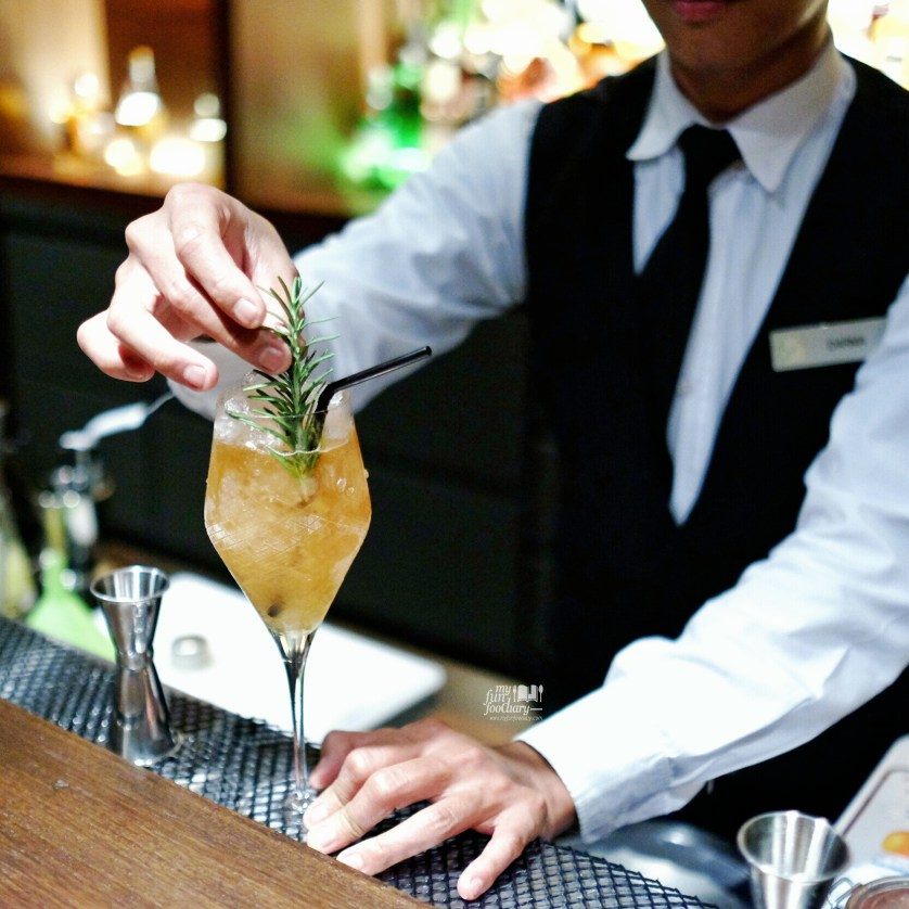 Barterder and the drink at Barong Bar Fairmont Jakarta by Myfunfoodiary