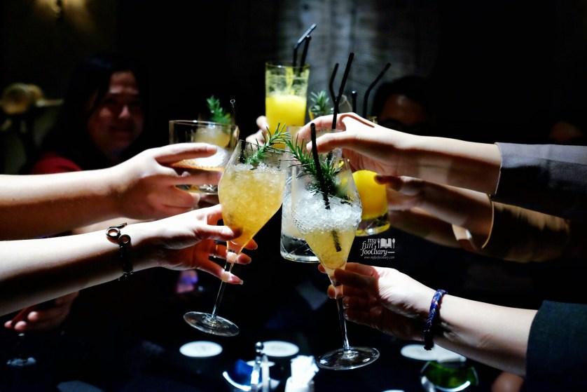Cheers at Barong Bar Fairmont Jakarta by Myfunfoodiary