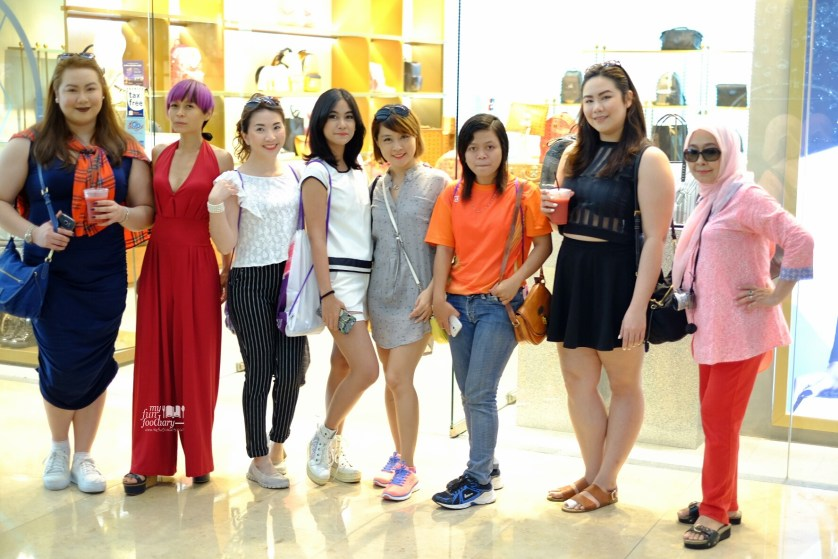 Me and Anisa together with the other bloggers at Marina Bay Sands by Myfunfoodiary