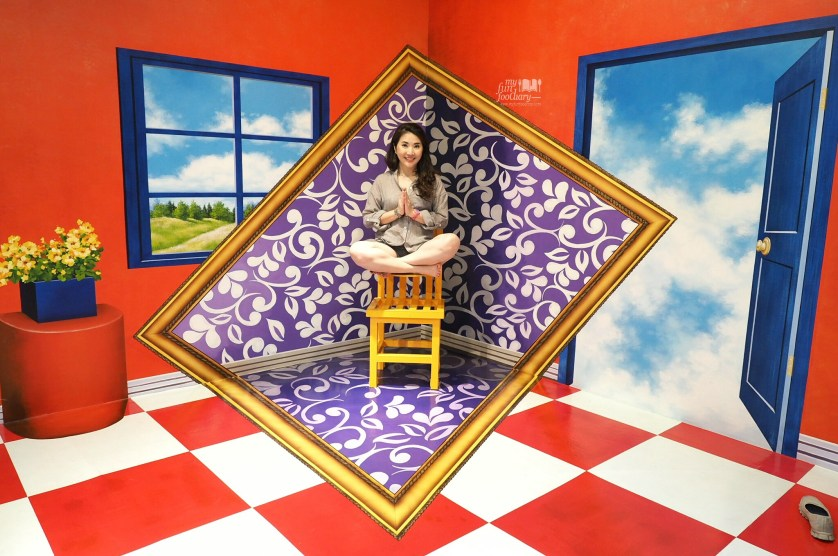 Levitation Chair at Trick Eye Museum Singapore by Myfunfoodiary