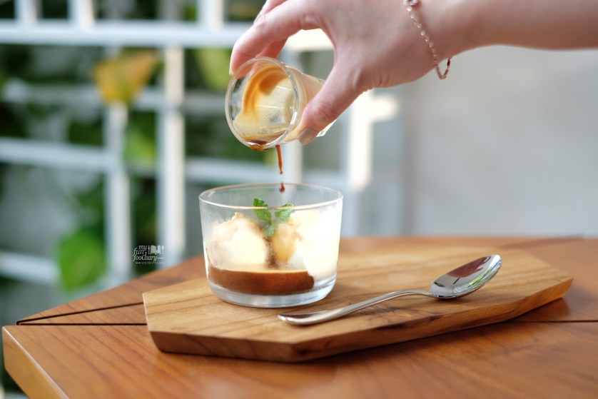 Affogato at Simetri Coffee Puri Indah by Myfunfoodiary