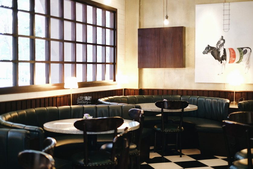 Cozy ambiance at Burgo Restaurant by Myfunfoodiary