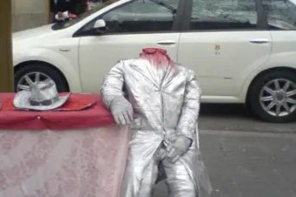 street performer in barcelona
