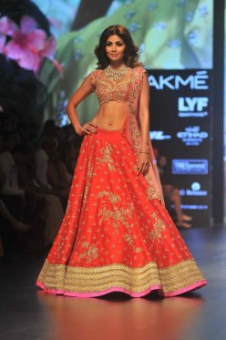 1472542739_bollywood-actress-shilpa-shetty-walks-anushree-reddy-lakme-fashion-week-2016