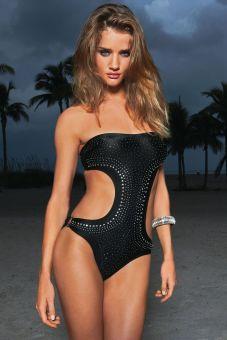 rosie-huntington-whiteley-hot-swimsuit-photoshoot-002