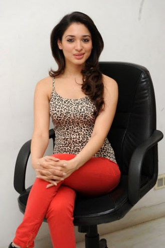 tamanna-bhatia-in-red-jeans
