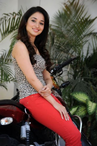 tamanna-bhatia-in-red-jeans8