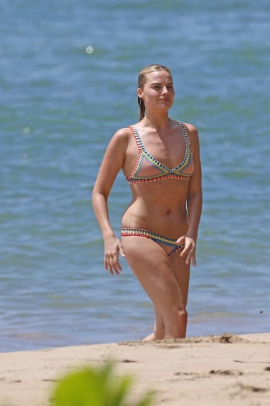 margot-robbie-hot-in-bikini-beach-in-hawaii-july-14th-2016-1