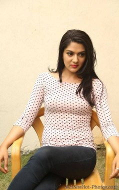 sakshi-chaudhary-hot-photos-6