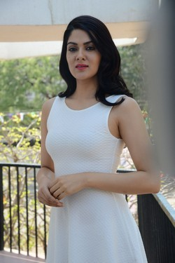 sakshi_chaudhary_wet_dress_photos3_small