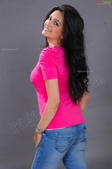 kriti-kharbanda-pink-dress-ragalahari-ps-kriti-sanon-1214299655