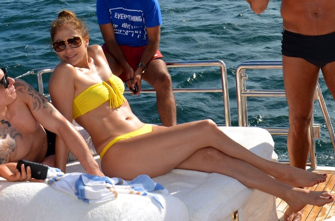2Jennifer-Lopez-Bikini-Brazil-022012