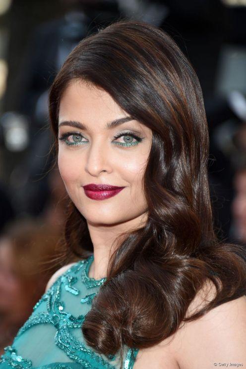 65023-aishwarya-rai-porte-un-maquillage-vert-893x0-2